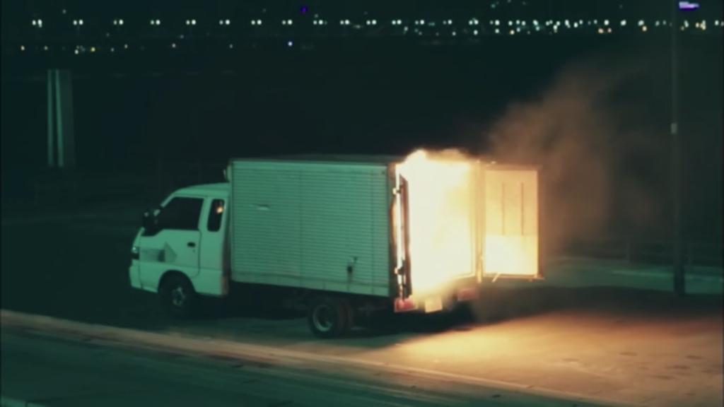 爆発炎上する冷凍車「シグナル」6話あらすじ